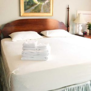 The Furies Cape Cod Linen Rental – King Sheet Bed Set Package with Towels